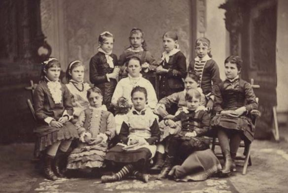 Alice Merrill Horne (seated middle) with Young Debate Club